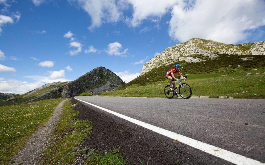 Puesta de largo de una nueva edición de Lagos de Covadonga Ride by Movistar en Cangas de Onís